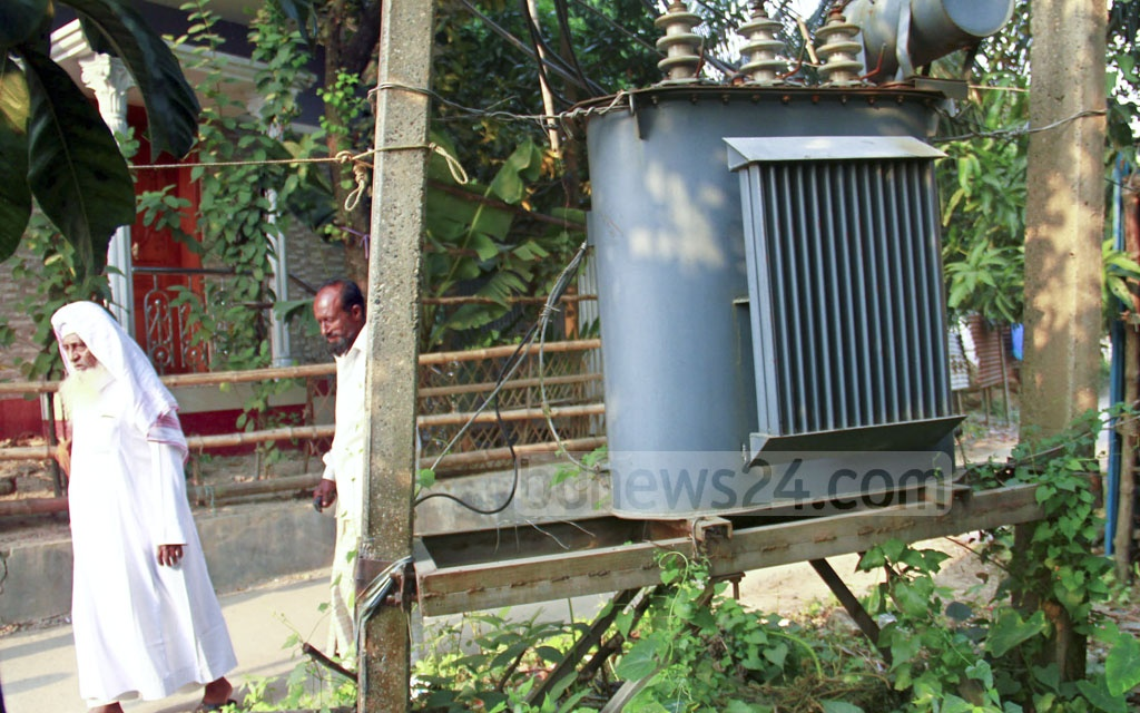 A high-voltage wire transformer on the road next to Nasirabad High School in the Trimohoni area of Dhaka's Khilgaon on Monday.