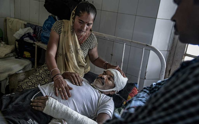 Geetabai Jatav with her husband, Sardar Singh Jatav, who was attacked by upper-caste men, at the government hospital in Gwalior, India, Sep 20, 2018. The New York Times