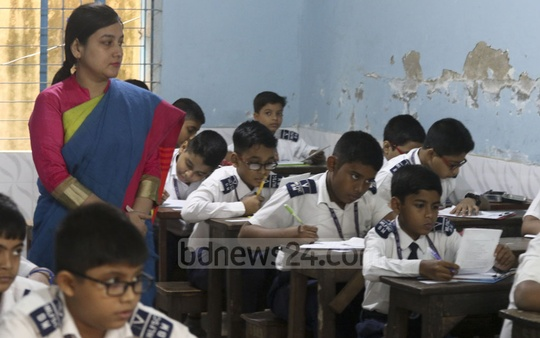 Students sit PSC and Ebtedayee exams at Dhaka Ideal Model Govt Primary School on Sunday. Photo: Abdullah Al Momin