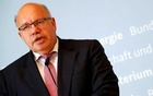 FILE PHOTO: German Economic Affairs and Energy Federal Minister Peter Altmaier addresses the media in Berlin, Germany, Jul 17, 2018. REUTERS/Fabrizio Bensch/File Photo