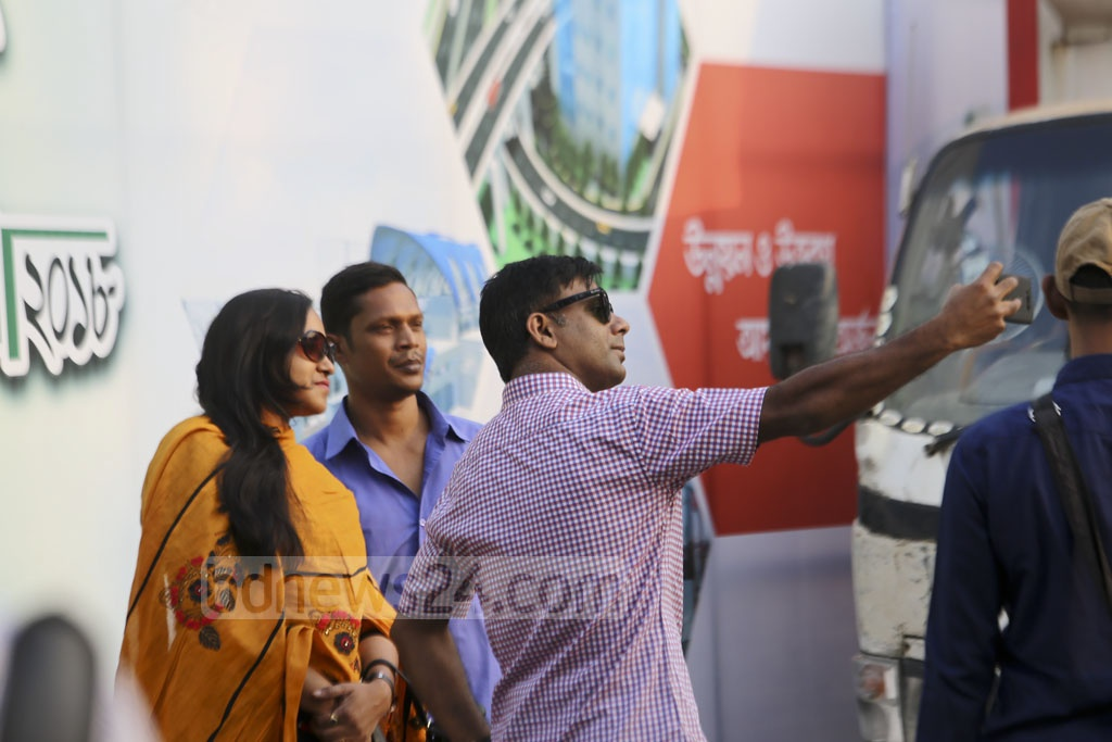 People taking selfies phones after paying income tax at the national fair at the Officers' Club on the Bailey Road in Dhaka on the closing day on Monday. Photo: Mahmud Zaman Ovi
