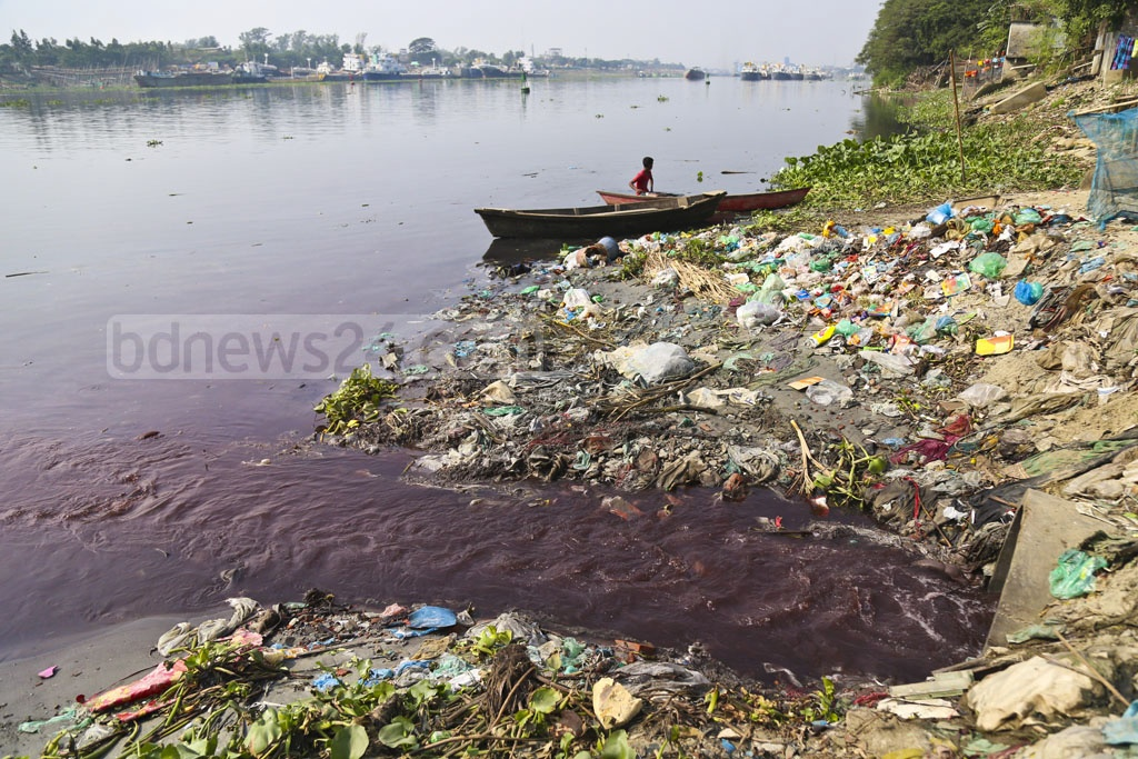 Toxic waste including dyeing chemical from different factories in Narayanganj deluge the Shitalakkhya River. This photo was taken from Kanchpur area on Tuesday. Photo: Abdullah Al Momin