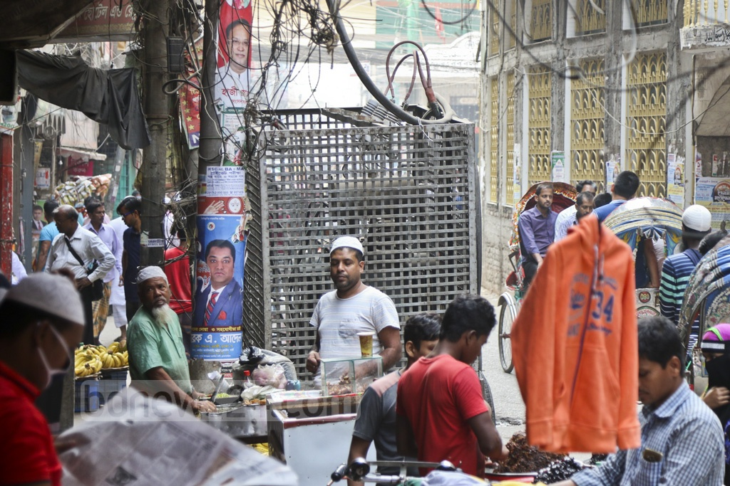 The authorities have put an electricity transformer on the main street in Old Dhaka's Islampur, very close to a pavement, vendors and passersby, creating risk of a major accident, This photo was taken on Thursday. Photo: Abdullah Al Momin