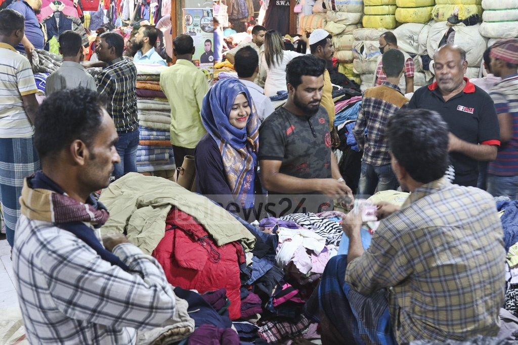 People crowding a makeshift market of used winter clothes in Dhaka's Sadarghat on Thursday. Photo: Abdullah Al Momin
