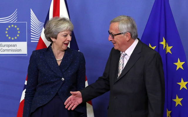 British Prime Minister Theresa May meets with European Commission President Jean-Claude Juncker to discuss draft agreements on Brexit, at the EC headquarters in Brussels, Belgium Nov 24, 2018. REUTERS