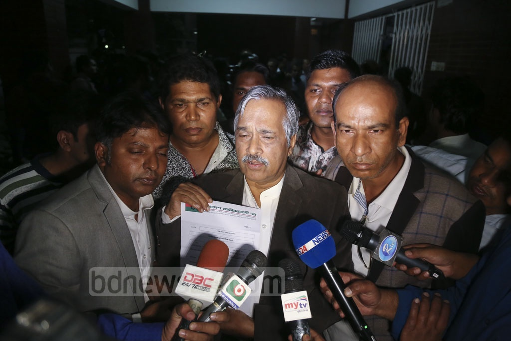 BNP Vice-Chairman and Supreme Court Bar Association President Zainul Abedin shows a letter confirming initial nomination for Barishal-3 after receiving it at the party chief's Gulshan offices in Dhaka on Monday.