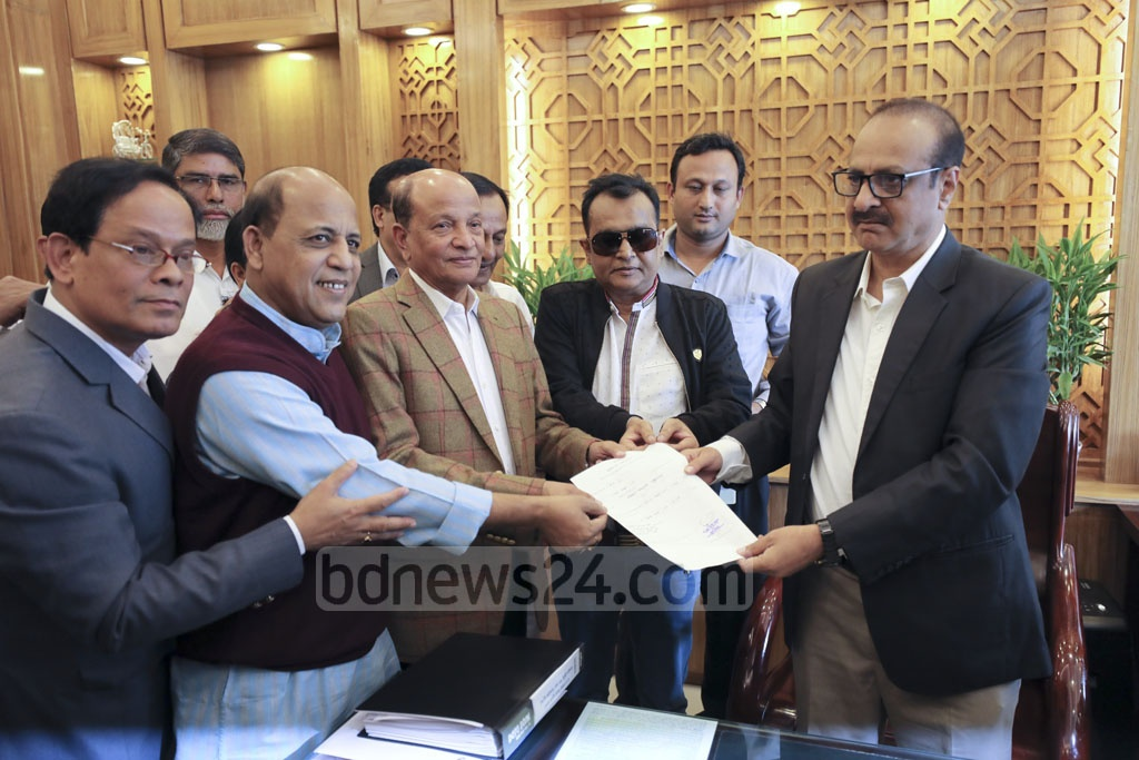 Kamal Ahmed Majumder submitting his nomination paper for Dhaka-15 seat to the returning officer on Tuesday.