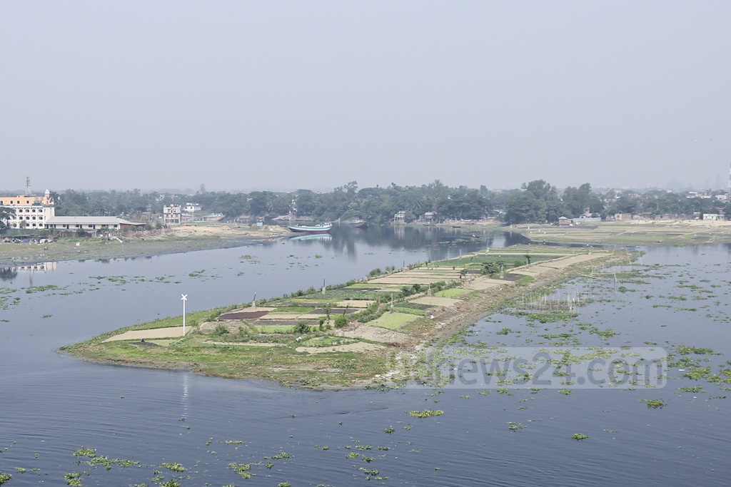 A submerged river island has emerged as the waters of the Shitalakhya recede in winter. Locals have begun growing crops on the island. Photo: Abdullah Al Momin