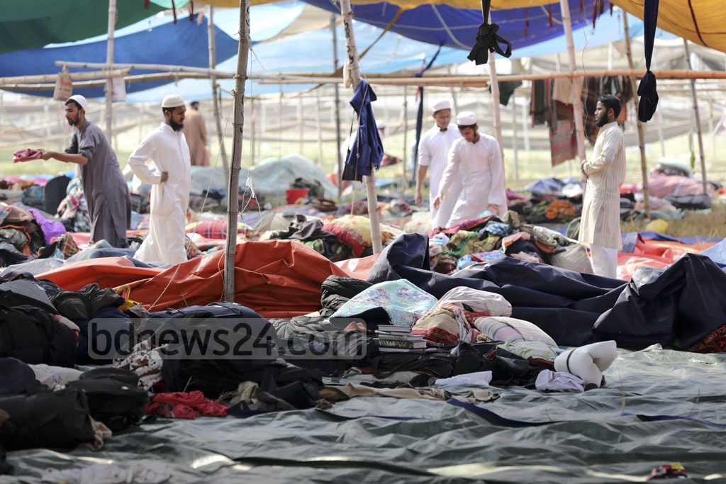 Muslims collect their belongings from the Biswa Ijtema ground in Tongi on Sunday after leaving their stuff while fleeing clashes between Tabligh Jamaat factions.