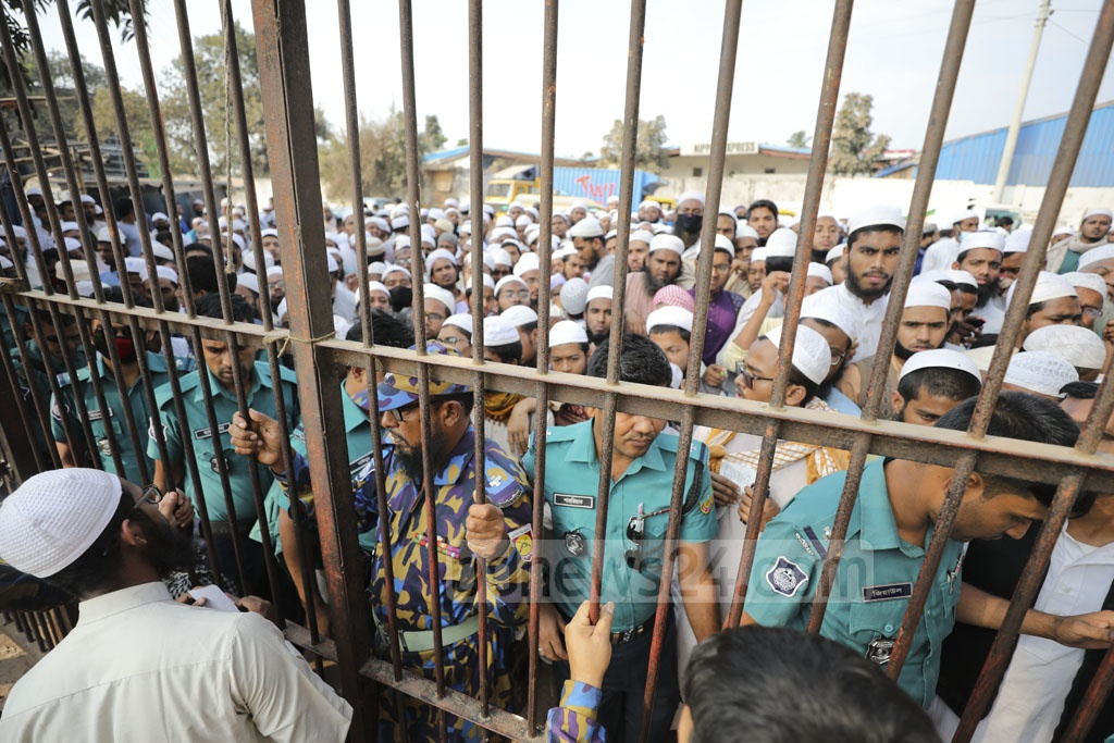 Muslims who left their belongings on the Biswa Ijtema ground in Tongi while fleeing clashes between Tabligh Jamaat factions gathered outside the ground on Sunday to get their stuff back.