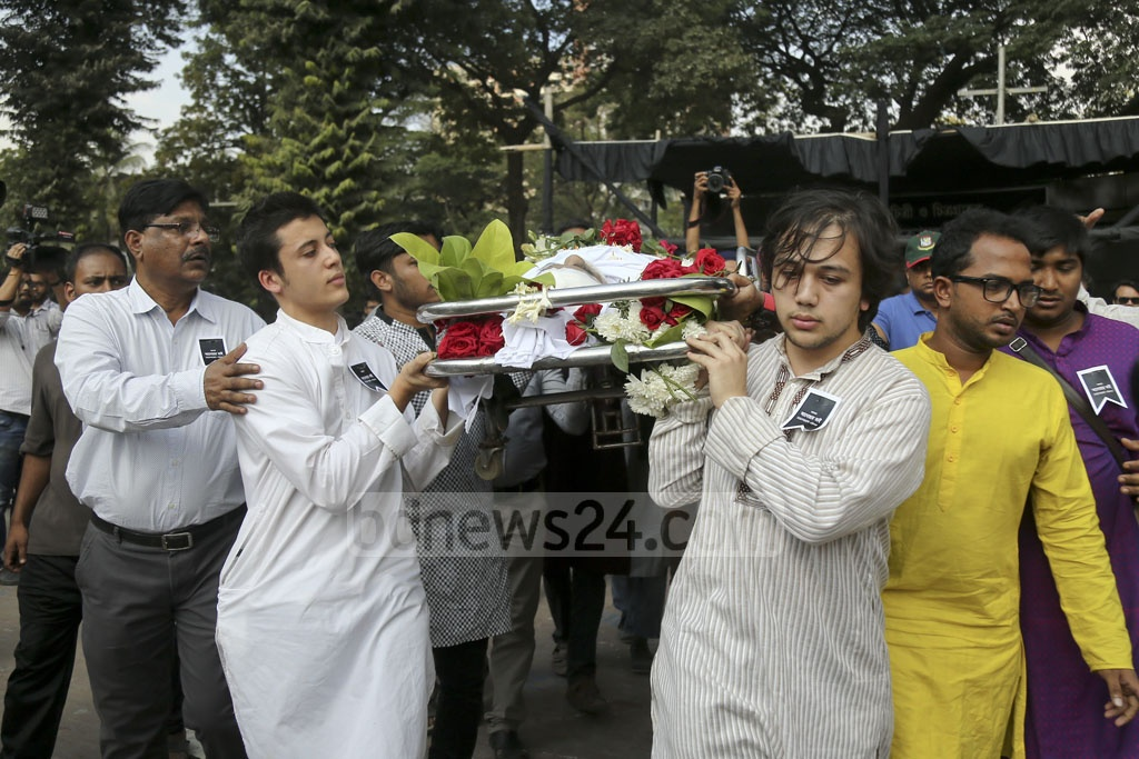 Anwar Hossain's sons carry his body on their way to the funeral service after the public memorial at the Dhaka Central Shaheed Minar on Monday. Photo: Mahmud Zaman Ovi