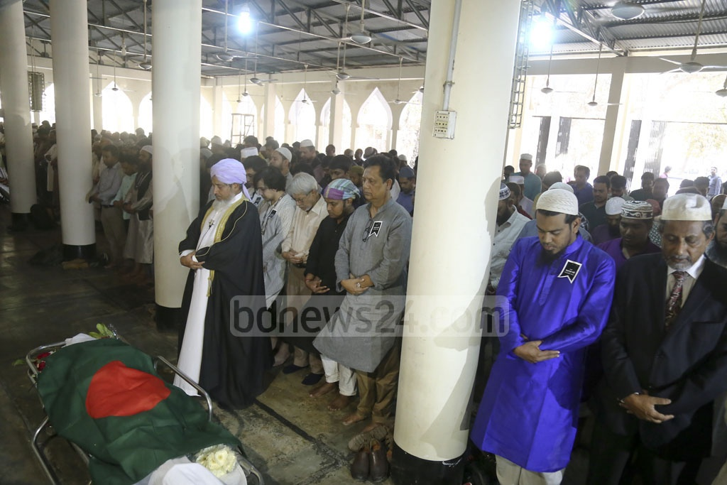 The funeral service for renowned photographer Anwar Hossain is held at the Dhaka University Central Mosque on Monday afternoon. Photo: Mahmud Zaman Ovi