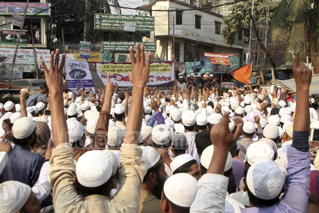 Members of a Tabligh Jamaat faction demonstrating at Jatrabarhi intersection in Dhaka on Monday demanding trial of followers of Saad Kandhalvi, a leader of the organisation's Delhi-based Supreme Council, over clashes centring Bishwa Ijtema.