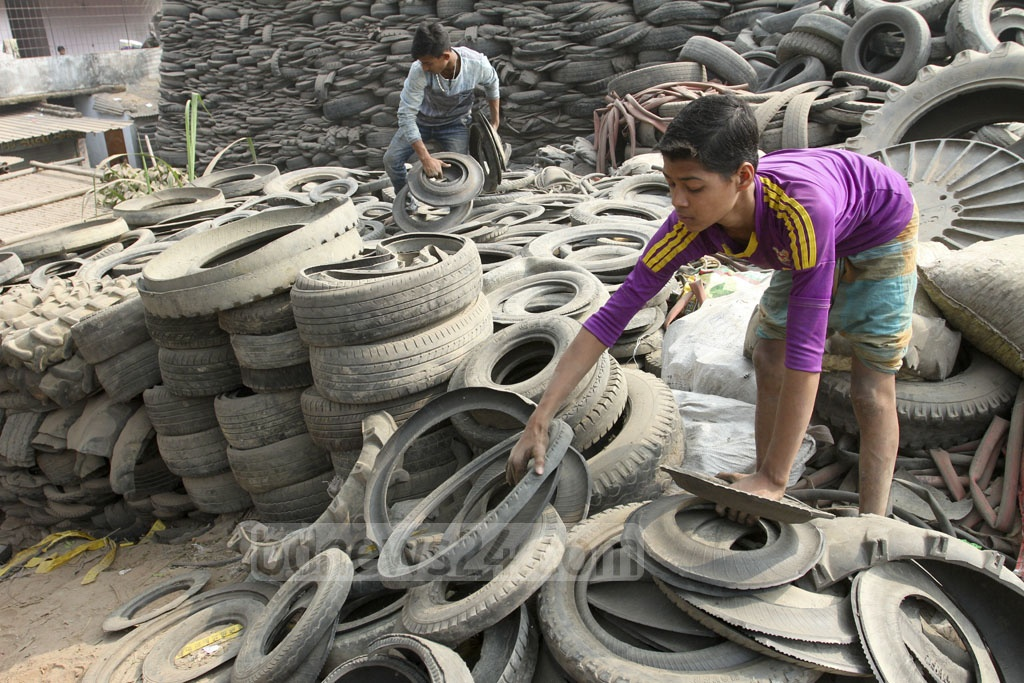 Traders collect run-down tyres and tubes from different places in the capital and pile those up at Mohammadpur Beribandh to sell for Tk 15-18 per kg. Photo: Asif Mahmud Ove