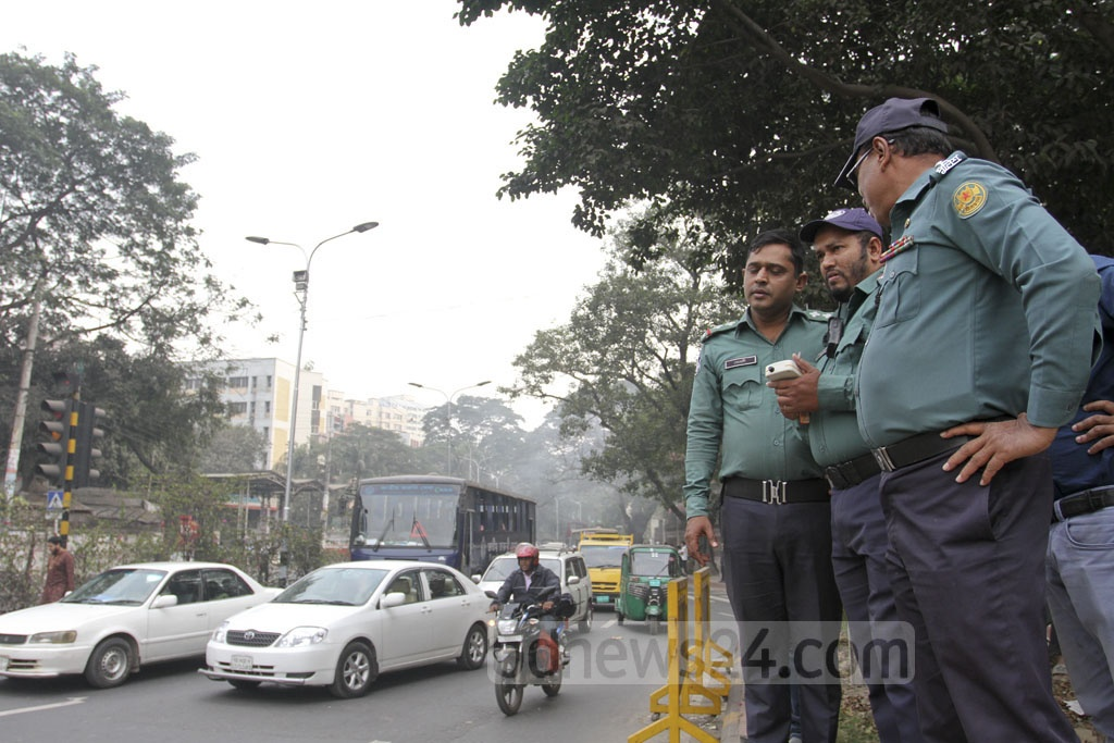 Traffic is managed by remote control at six locations in Dhaka. Photo taken in the Matsya Bhaban area. Photo: Asif Mahmud Ove