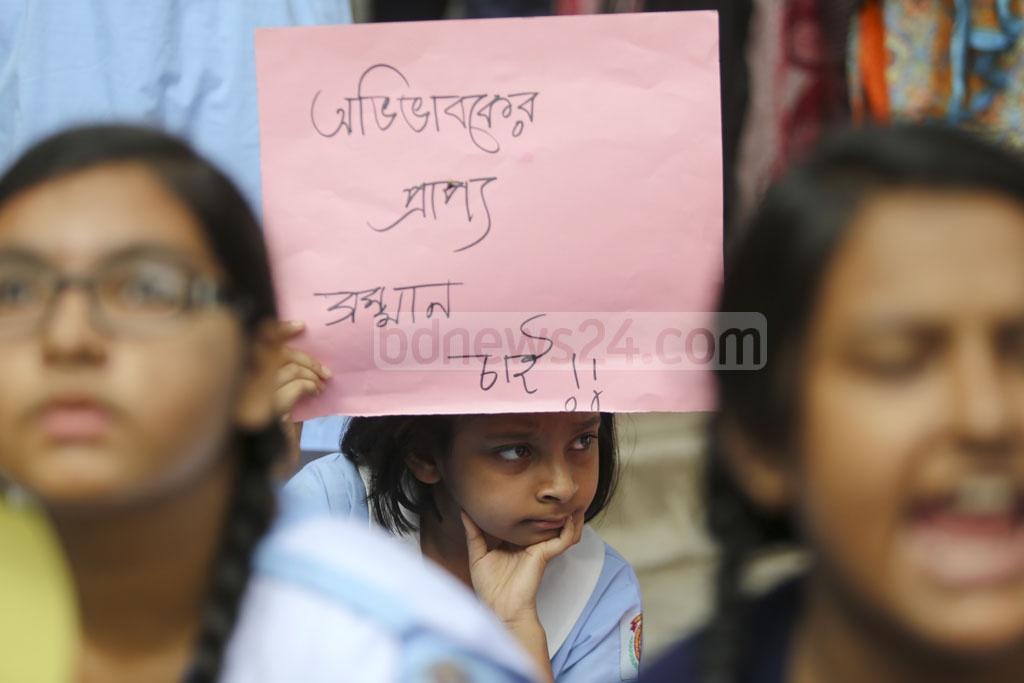 A student holding a placard takes part in the third day of protests at the Viqarunnisa Noon School and College on Dhaka's Bailey Road over the death of class nine student Aritry Adhikary on Thursday. Photo: Mahmud Zaman Ovi
