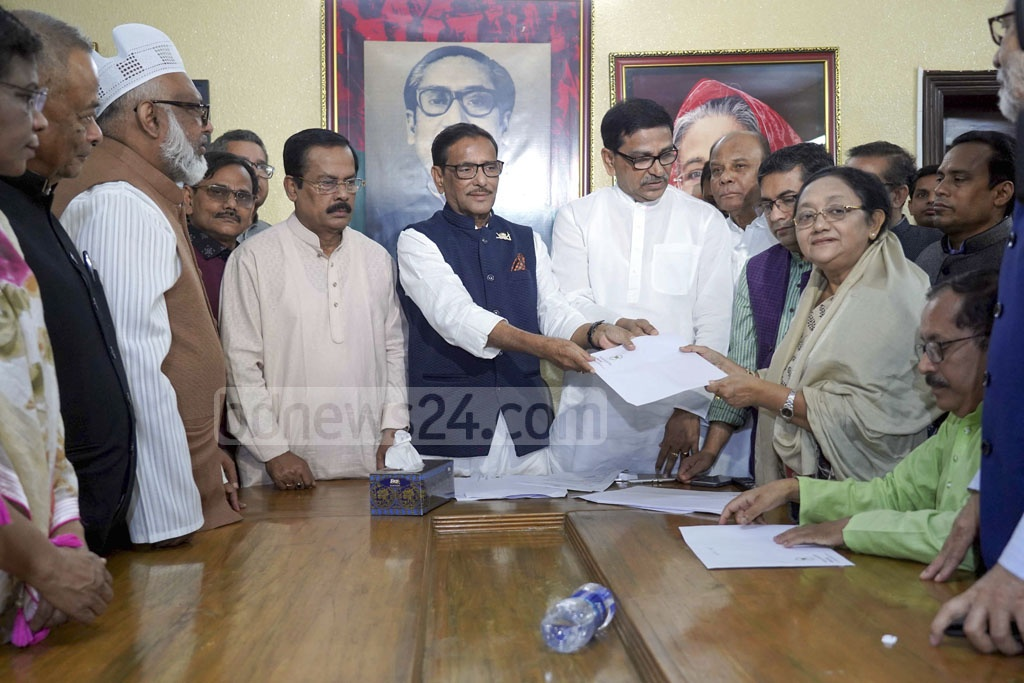 Awami League General Secretary Obaidul Quader handing letters confirming nomination to candidates of the party and its allies at the party chief's Dhanmondi offices in Dhaka on Friday.