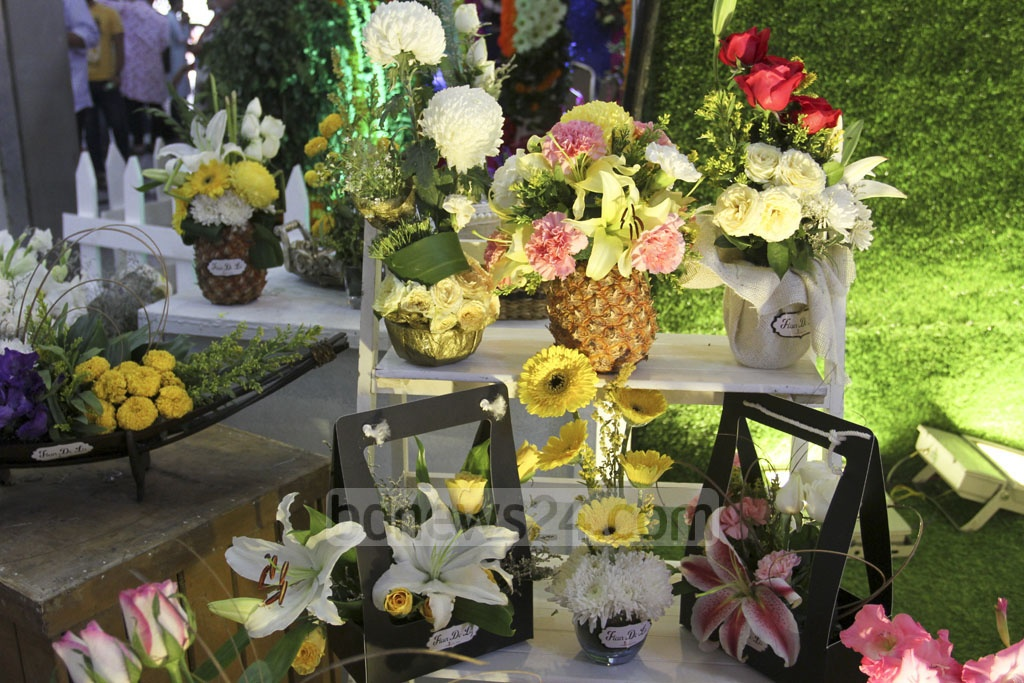 Various flowers are displayed in a vase at the International Flower Exhibition and Conference 2018 at the Bangabandhu International Conference Centre on Friday. Photo: Asif Mahmud Ove