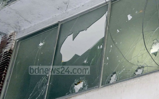 Agitated supporters of three BNP leaders, who have been dropped from the list of BNP candidates for parliamentary elections, vandalised the party chief's Gulshan offices in Dhaka on Saturday.
