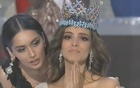 India's Manushi Chhillar passing the baton to Mexico's Vanessa Ponce De Leon who won Miss World 2018. (Image: Twitter)