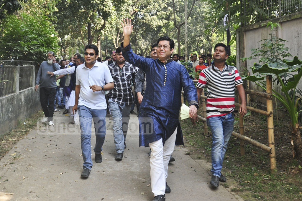 Awami League candidate Fazle Noor Taposh began election campaign in his constiruency at the old Dhaka's Hazaribagh on Tuesday.