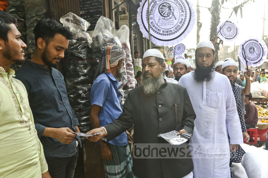 Md Monowar Hossain Khan, a candidate from Islami Andolon Bangladesh, began election campaign at his constituency at the old Dhaka's Sadarghat on Tuesday. Photo: Abdullah Al Momin