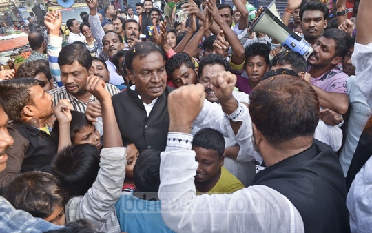 Awami League candidate for Dhaka-13 constituency Sadek Khan began election campaign in the capital's Adabor on Wednesday.
