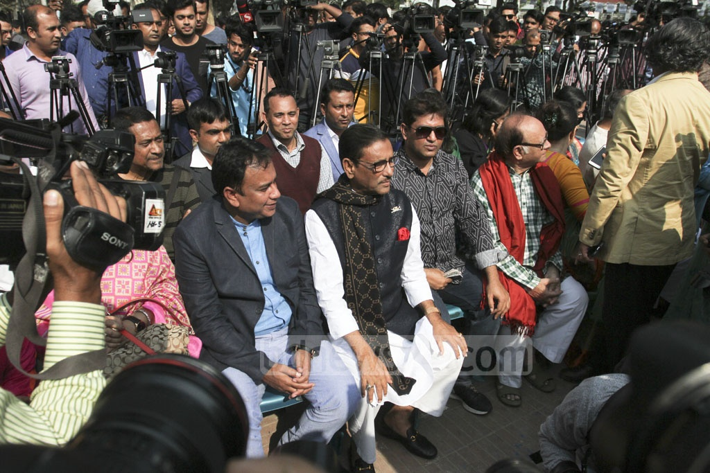 Celebrities joined the ruling Awami League's election campaign with the party's General Secretary Obaidul Quader at the Central Shaheed Minar in Dhaka on Thursday. Photo: Asif Mahmud Ove