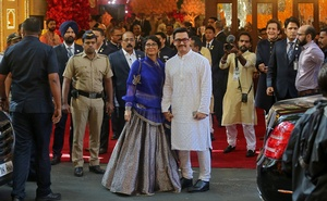 Bollywood actor Aamir Khan and his wife Kiran Rao arrive to attend the wedding of Isha Ambani, daughter of the Chairman of Reliance Industries Mukesh Ambani, in Mumbai, India, December 12, 2018. Reuters