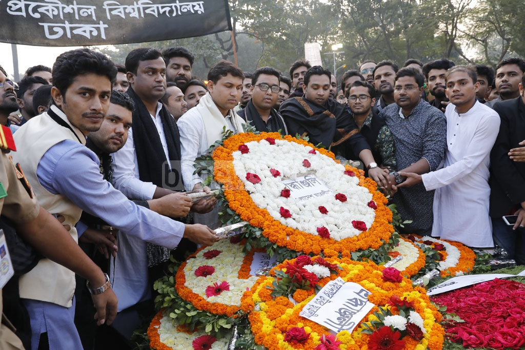 The members of Bangladesh Chhatra League pay tribute to the martyred intellectuals at the Martyred Intellectuals Memorial at Mirpur in Dhaka on Friday. Photo: Asif Mahmud Ove