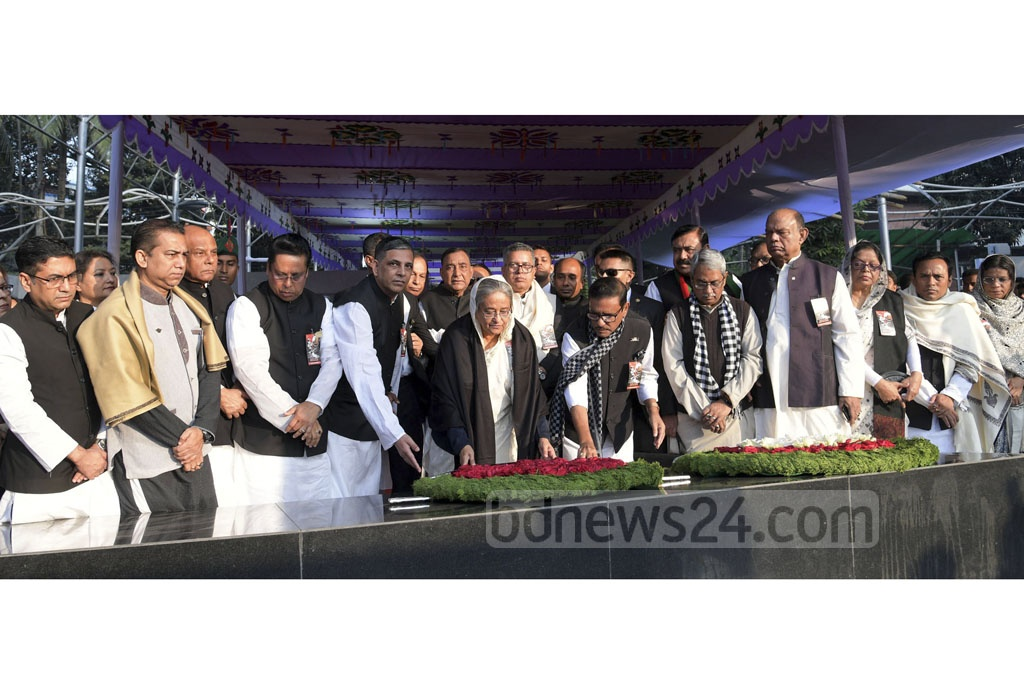 Prime Minister Sheikh Hasina and leaders of her Awami League party pay paying respect to Bangabandhu Sheikh Mujibur Rahman at the Bangabandhu Memorial Museum in Dhaka's Dhanmondi on Martyred Intellectuals Day on Friday. Photo: PID