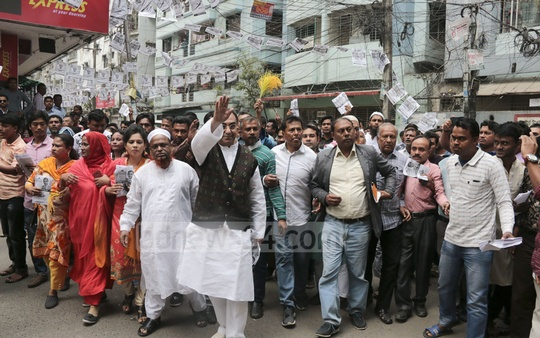 Dhaka-8 BNP candidate Mirza Abbas campaigns in Dhaka's Shegun Bagicha on Saturday afternoon.