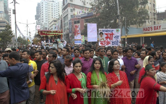 A Jatiya Oikya Front 'victory procession' sets off from Dhaka's Naya Paltan on Sunday.