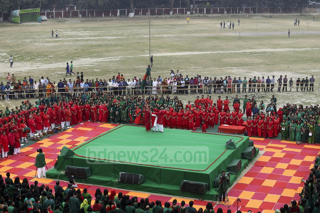 Dhaka University Vice-Chancellor Md Akhtaruzzaman inaugurated the Victory Day celebrations of Chhayanaut at the university's central playground by hoisting the national flag on Friday. Photo: Mahmud Zaman Ovi