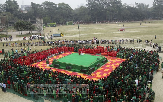 Chhayanaut began its Victory Day celebrations with the rendering of the national anthem at the Dhaka University's central playground on Friday. Photo: Mahmud Zaman Ovi