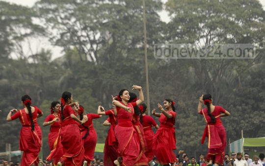 Chhaynaut held a cultural programme at the Dhaka University's central playground on Friday to celebrate the Victory Day. Photo: Mahmud Zaman Ovi