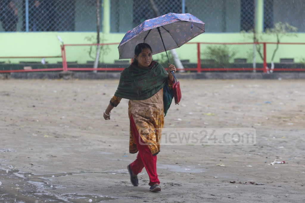 Cyclone 'Phethai' in the Bay of Bengal triggered rainfalls in Dhaka throughout the day on Monday. This photo was taken from Agargaon. Photo: Abdullah Al Momin