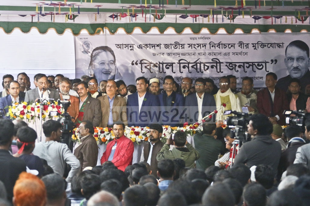 Home Minister Asaduzzaman Khan Kamal, a ruling Awami League candidate for the Dhaka-12 seat, campaigning at the Tejgaon Truck Stand on Wednesday.