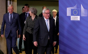 British Prime Minister Theresa May speaks with European Union's chief Brexit negotiator Michel Barnier before her meeting with European Commission President Jean-Claude Juncker at the European Commission headquarters in Brussels, Belgium Dec 11, 2018. REUTERS