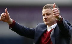 FILE PHOTO: Then Cardiff City manager Ole Gunnar Solskjaer takes his seat before their English FA Cup soccer match against Newcastle United at St. James' Park stadium in Newcastle, northern England Jan 4, 2014. REUTERS/Russell Cheyne/File Photo