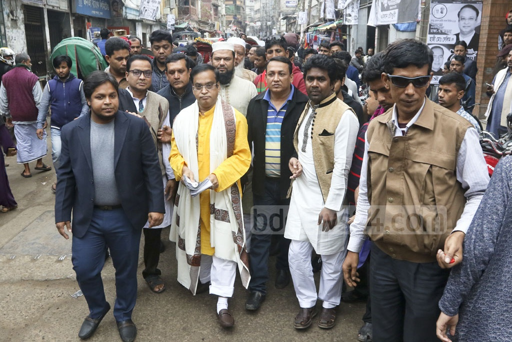 Haji Mohammad Salim, the Awami League candidate for the Dhaka-7 constituency, campaigning at Old Dhaka's Posta on Wednesday.
