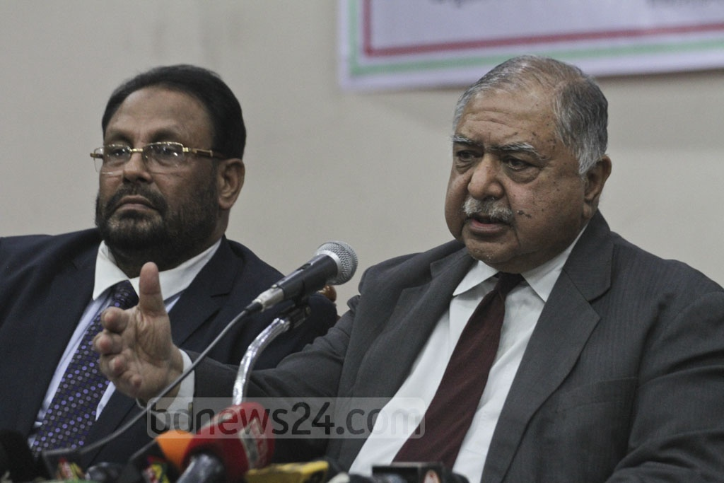 Gono Forum President Kamal Hossain attends a discussion on 'Human Rights, Good Governance at the Right to Vote' at the Supreme Court Auditorium on Wednesday. Photo: Asif Mahmud Ove