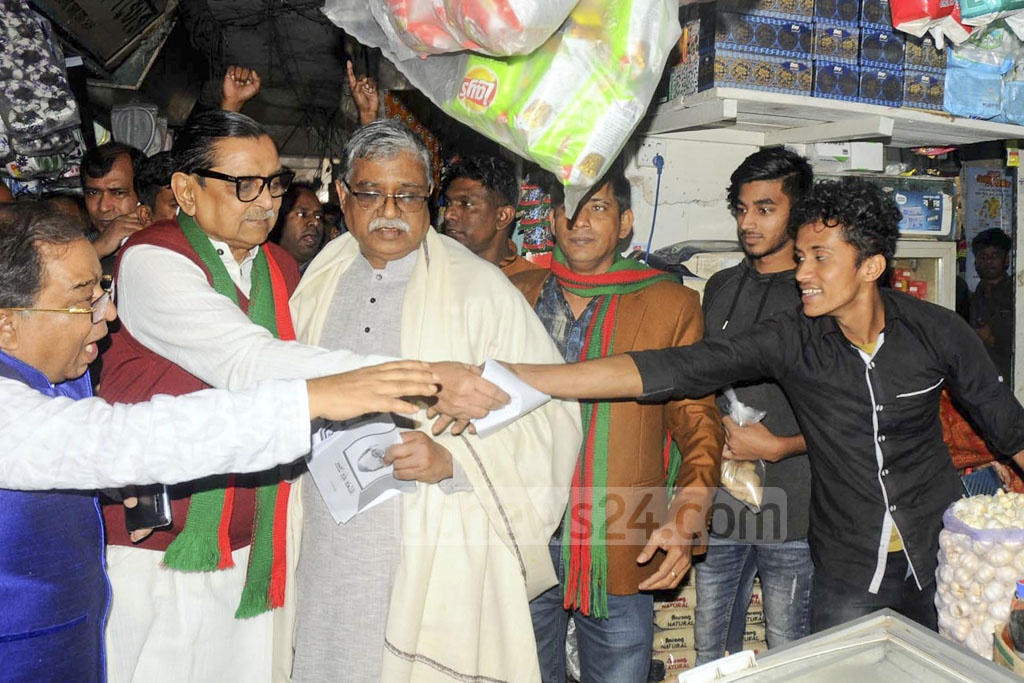 Workers Party chief Rashed Khan Menon, who is running for the Dhaka-8 seat with the Awami League's 'boat' symbol, campaigning at Shantinagar Bazar area on Friday.
