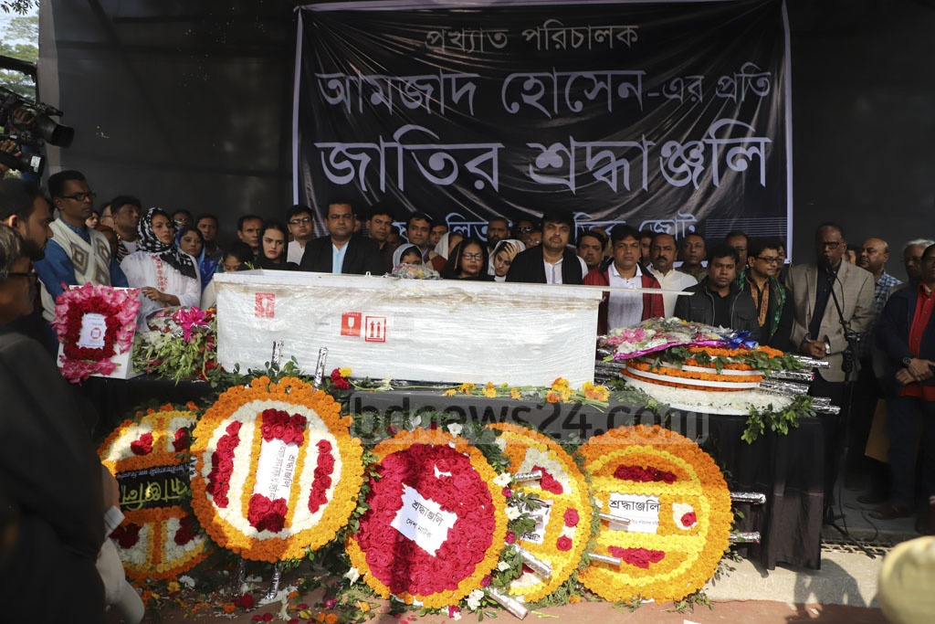 Fans and devotees, including political, social and cultural organisations, pay their final tribute to departed film director Amjad Hossain at Dhaka's Central Shaheed Minar on Saturday. Photo: Abdullah Al Momin