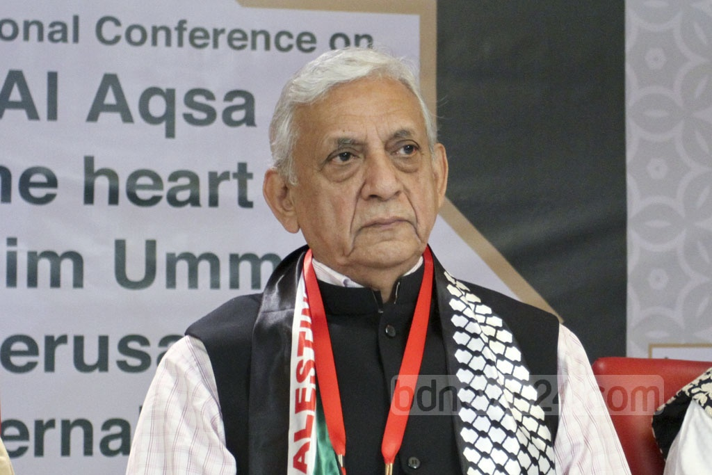 Adviser to the Prime Minister on Foreign Affairs Gowher Rizvi attends an international conference titled 'The Al-Aqsa Mosque as the Heart of Muslim Ummah and Jerusalem as the Eternal Capital of a Palestinian State' at a Dhaka hotel on Saturday. Photo: Asif Mahmud Ove