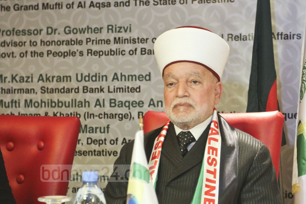 Al-Aqsa Mosque Grand Mufti Sheikh Muhammad Ahmad Hussein speaks at an international conference titled 'The Al-Aqsa Mosque as the Heart of Muslim Ummah and Jerusalem as the Eternal Capital of a Palestinian State' at a Dhaka hotel on Saturday. Photo: Asif Mahmud Ove