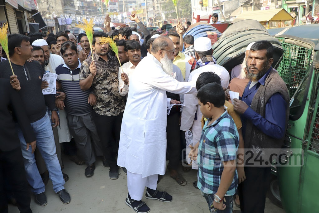 BNP candidate for Dhaka-4 constituency Salah Uddin Ahmed campaigning for vote at East Dholaiparh on Monday ahead of the Dec 30 general election. Photo: Abdullah Al Momin