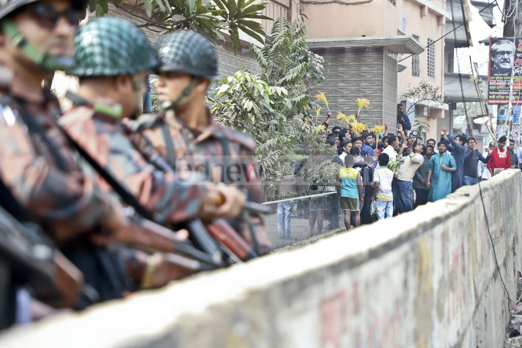 BGB troopers guarding the residence of BNP election candidate Salah Uddin Ahmed after his supporters at Shyampur (Dhaka-4) clashed with those of the Jatiya Party on Tuesday. Photo: Abdullah Al Momin
