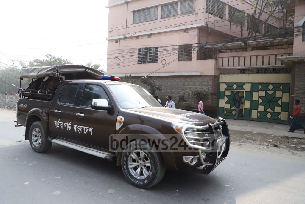 BGB troopers patrolling the streets of Dhaka on Tuesday ahead of the general election. Photo: Asif Mahmud Ove