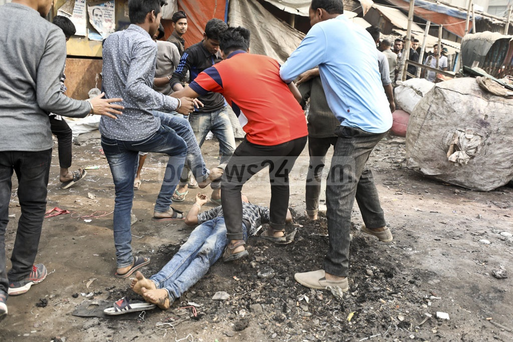 Jatiya Party activists beating up a supporter of BNP candidate Salah Uddin Ahmed following a campaign procession at Dhaka's Shyampur on Tuesday. Photo: Abdullah Al Momin